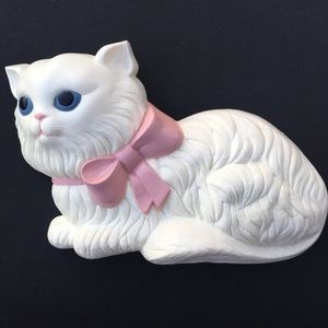 Vintage 3D Hard Plastic Figural White Kitty Cat